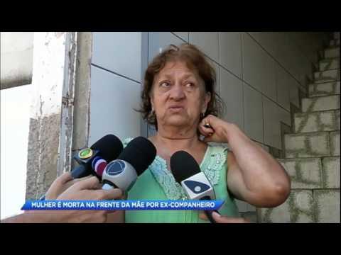 Mulher morre na frente da mãe ao ser atacada pelo ex-companheiro