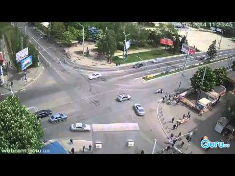Запись веб камеры с 1000 мелочей в Мариуполе с военной техникой 9 мая 2014