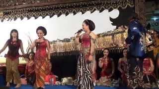 Nana & Via - Edan Turun [STKIP Tulungagung]