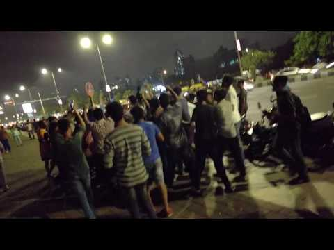 Omprakash Mishra (Bolna aunty aau kya) on Marine Drive Mumbai and people shouting the song