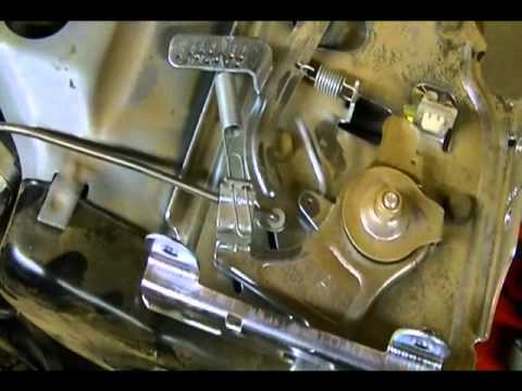 Small Engine Repair: Carburetor Linkages on a Briggs & Stratton 900 Series Horizontal Engine