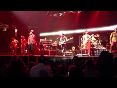 Bruno Mars - Locked Out of Heaven - Live Sacramento, CA