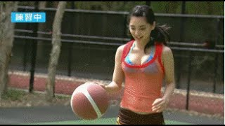 Funny Moments Collection [1]—Pretty girl plays basketball