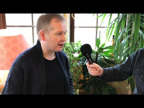 Kitaristi Ismo Eskelinen kertoo Helmiä-konsertista ja yhteistyöstä Olli Mustosen kanssa