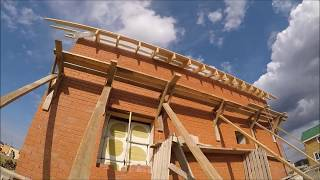 Установка крыши на кирпичном доме