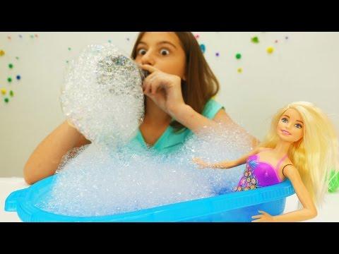 Игры Барби. Делаем СУПЕР пену для Barbie вечеринки! Подружка Вика и ее игрушки для девочек.