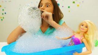 Делаем пену для ванны. Игры с Барби - Мультики для девочек