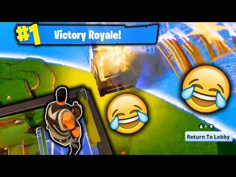 BARELY SURVIVNG!!!! (Fortnite Battle Royale)