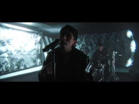 Смотреть клип Crown The Empire - Red Pills