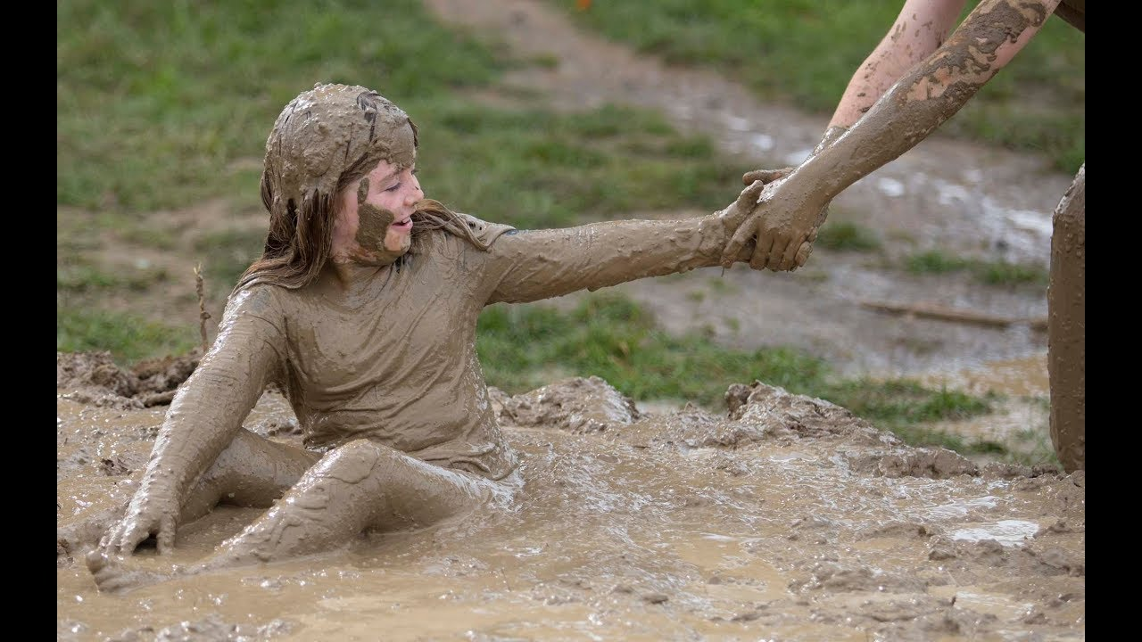 naked-girl-stuck-in-the-mud-michael-shannon-naked