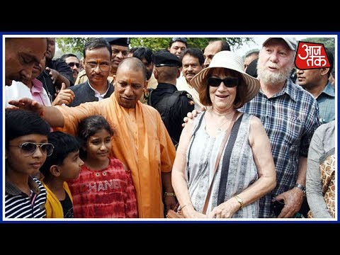 Yogi Adityanath Clicks Pictures With Foreigners AT Taj Mahal, Video Goes Viral