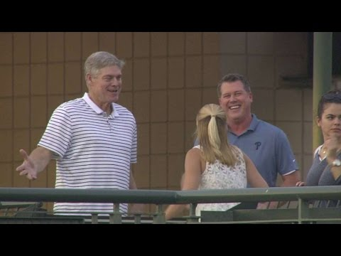 PHI@ATL: Dale Murphy joins Phillies