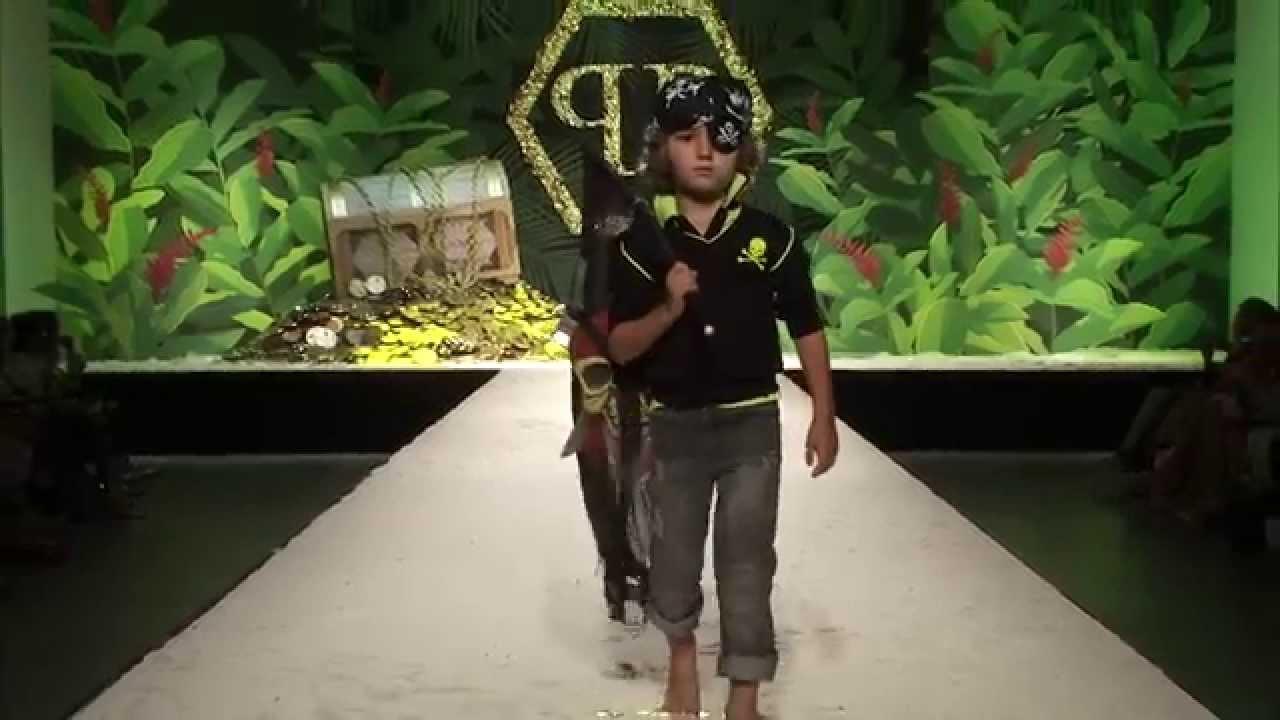 """PHILIPP PLEIN Frühjahr / Sommer Kinder Modenschau """"HOOK 'N LOOK"""" Ein farbenfrohes karibisches Abenteuer"""