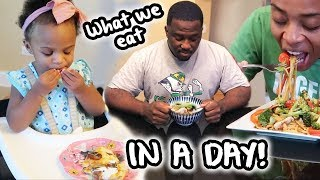 What WE eat in a day | FAMILY EDITION!