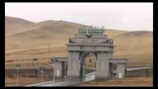 Moğolistan'ın Simgesi Cengiz Han'ın Atlı Heykeli Turist Akınına Uğruyor