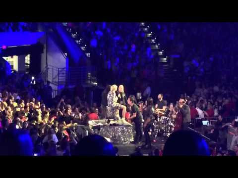 Miley Cyrus - Jolene ( Cover ) - Bangerz Tour Raleigh NC