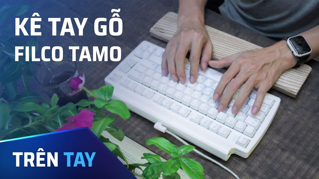 Trên tay kê tay gỗ Filco Tamo cho bàn phím cơ