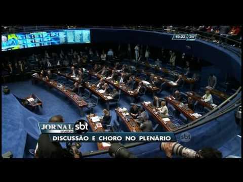 Discussão e choro no plenário