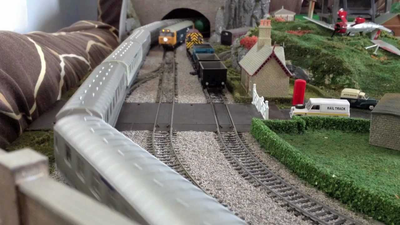 My new oo gauge model train layout hornby bachmann lima for Hornby garden designs