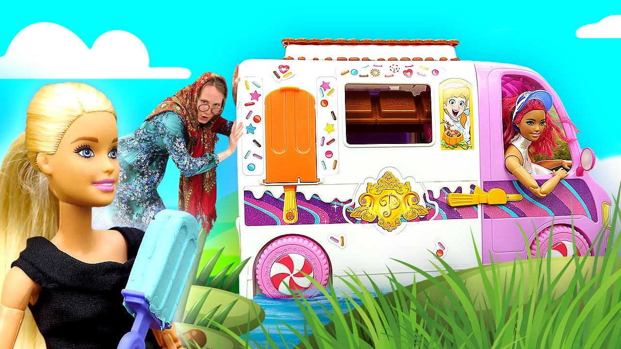 Барби делает фруктовый лед в пруду! Игры в куклы и видео для девочек про Бабу Маню