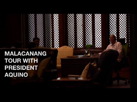 Aquino gives guided tour of Palace