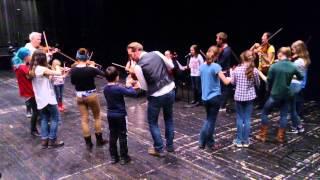 Elever på Umeå Musikskola tillsammans med STRÅF