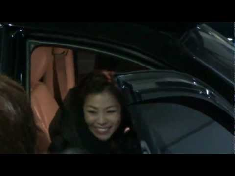 박정현 퇴근길 (the stage) @ 2013.02.22 (Lena Park is leaving after TV show)