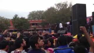 Nindy Kaur's Gal Mitro ft Raftaar
