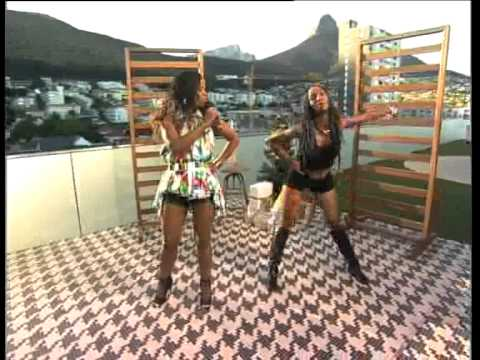 Mpumi performs on Expresso