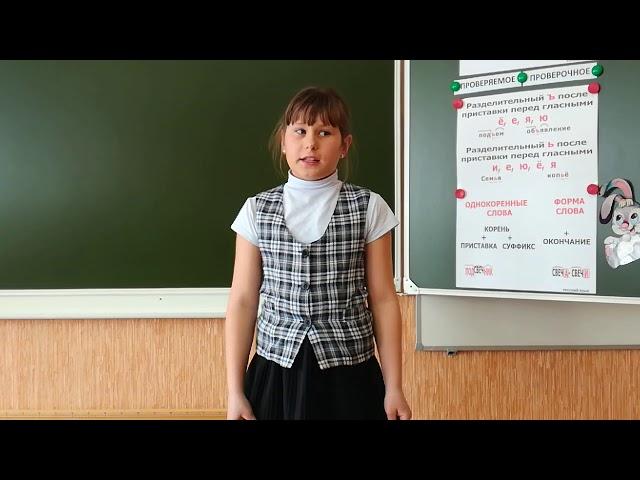 Изображение предпросмотра прочтения – ДашаГришаева читает произведение «Русские народные загадки» (Русский фольклор )