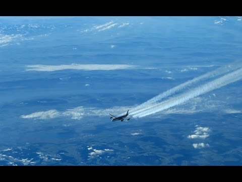 Air-to-Air with Airbus A340 (contrails)