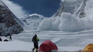 Deadly avalanche on Everest  (Western CWM)