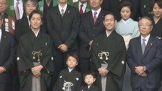 歌舞伎俳優の中村勘九郎の長男波野七緒八ちゃん(5)と次男哲之ちゃん...