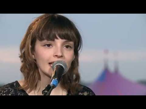 CHVRCHES - The Mother We Share - Reading Festival 2013 / HD