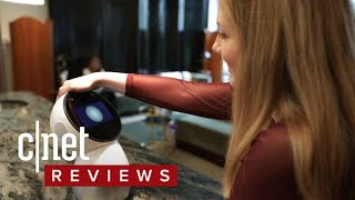 Jibo robot wants to be your family's best friend