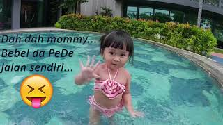 [ Baby Belle Zhuo ] Belle Learning to swim (walking??) with Mommy