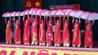 CLB Ngọc Sơn múa tại hội nghị biểu dương Tuổi cao gương sáng giai đoạn 2014-2017 Hội NCT P. Phả Lại.