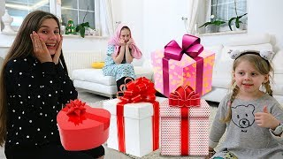 Что ПОДАРИЛИ МАЛЬЧИКИ Диане Капе и Дане На день СВ Валентина