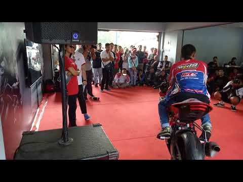 Cara riding style dan menaklukan circuit oleh WAWAN HERMAWAN pembalap ASTRA MOTOR RACING TEAM ICRD