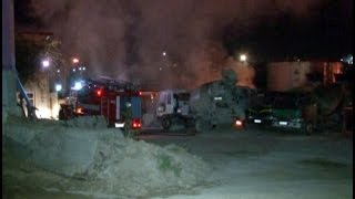 Загадочный пожар тушили на территории строительного предприятия.MestoproTV(Около пяти часов утра на территории строительного предприятия произошел пожар - горели использованные..., 2014-08-31T23:05:20.000Z)