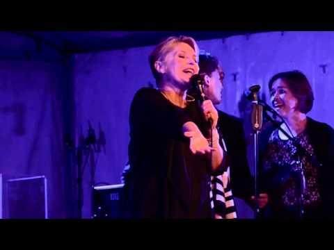 Karin Hougaard sing DIE BED