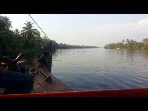 Kerala Blog Express: On Your First Houseboat Ride? Speak Nothing!