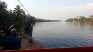 Kerala Blog Express: On Your First Houseboat Ride? Speak Nothing!