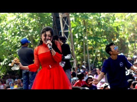 Download Lagu Lagi Syantik - Vivi Artika - New Kendedes Live Kertosari 2018