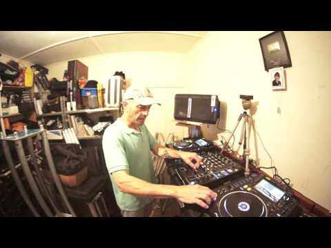 WEDDING MOBILE DJ MIXING TIPS BY ELLASKINS THE DJ TUTOR