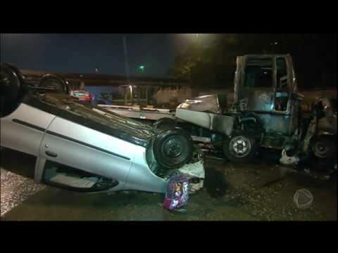 Quatro Pessoas Morrem Carbonizadas Após Grave Acidente Com Caminhão