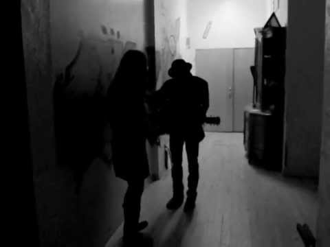 Mike + Ruthy - Raise Your Glasses High (backstage)