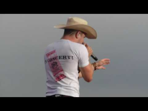 "Dustin Lynch  ""Small Town Boy Like Me"" 6/4/16 at Hershey Park Stadium"