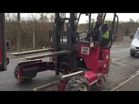 Навесной вилочный погрузчик Moffett M5: демонстрация спуска-подъёма на грузовик