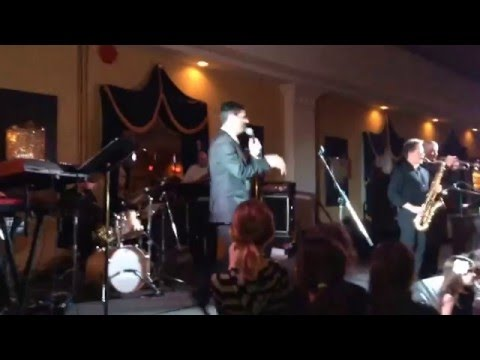 Ari Goldwag- Hashem Loves You (Live)